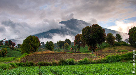 Photo of smoke-enshrouded Mount Kerinci